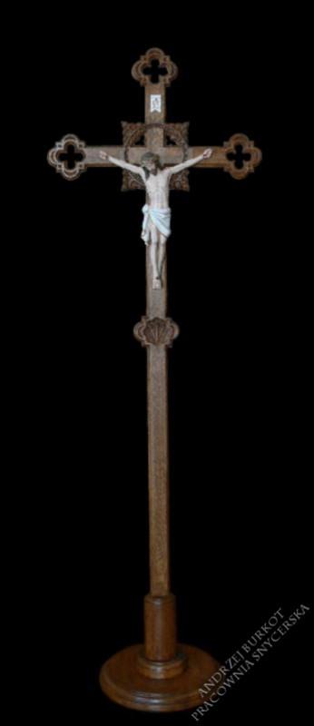 Krzyż procesyjny drewniany
