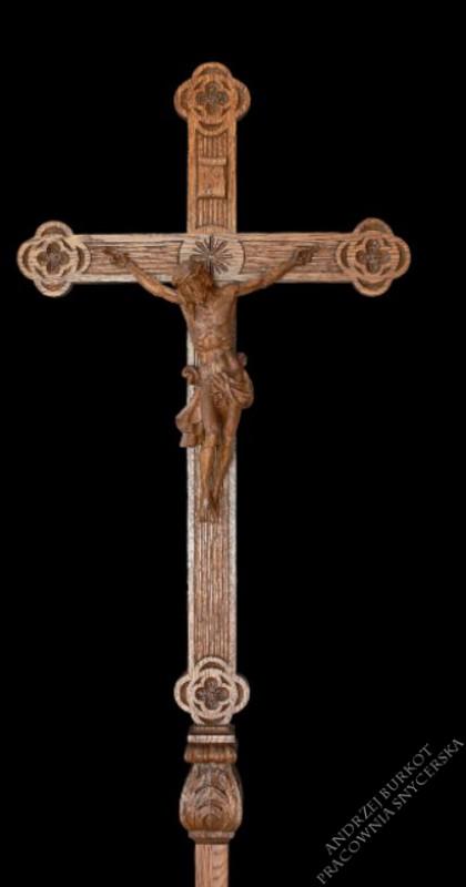 Krzyż procesyjny z drewna detal