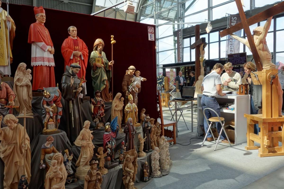 SacroExpo 2015 - drewniane rzeźby świętych
