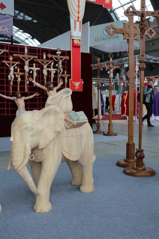 Drewniana figura słonia do szopki bożonarodzeniowej - Andrzej Burkot Pracownia Snycerska - SACROEXPO 2017