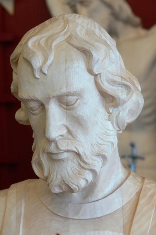 Gotowa rzeźba wyrzeźbiona w drewnie lipowym