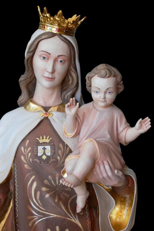 Rzeźba Matki Bożej drewniana
