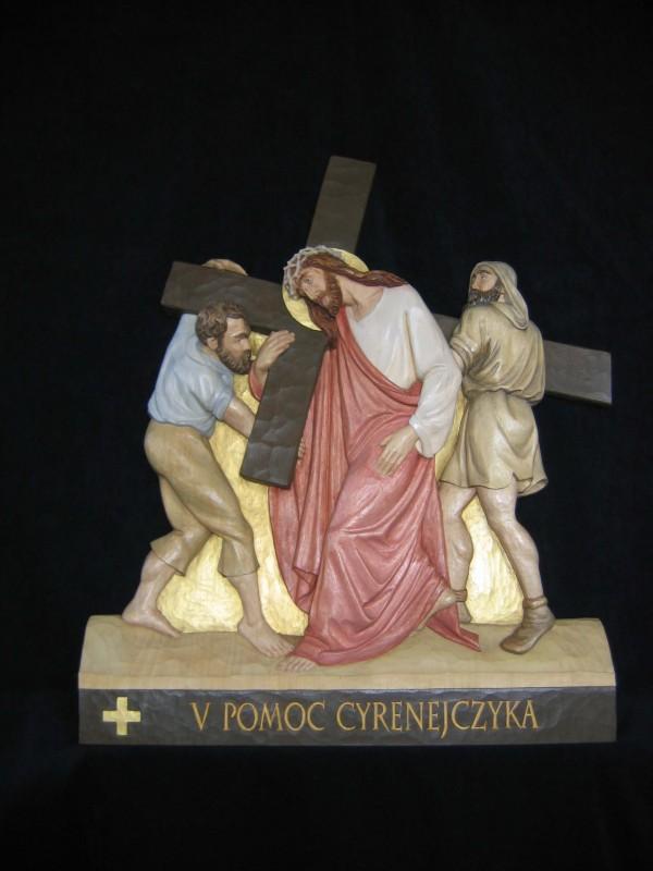 V stacja drogi krzyżowej  - Szymon z Cyreny pomaga nieść krzyż Jezusowi - płaskorzeźba, rzeźba, figura w drewnie