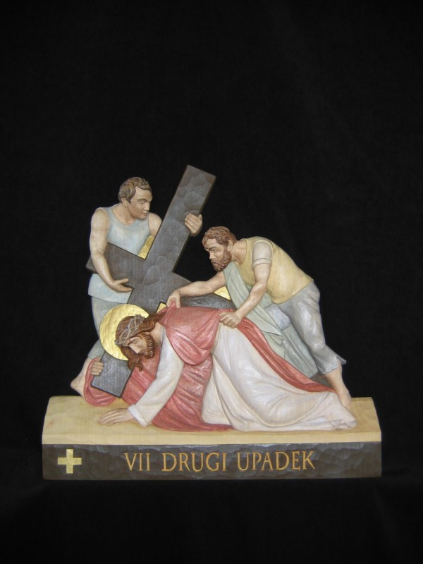 VII stacja drogi krzyżowej  - Drugi upadek - płaskorzeźba, figura, rzeźba w drewnie