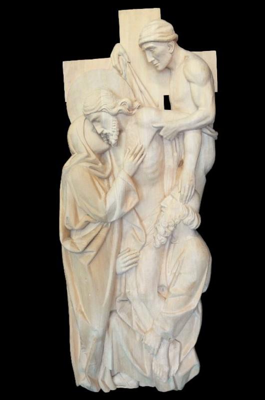 Stacja XIII drogi krzyżowej - Jezus z krzyża zdjęty - płaskorzeźba w drewnie