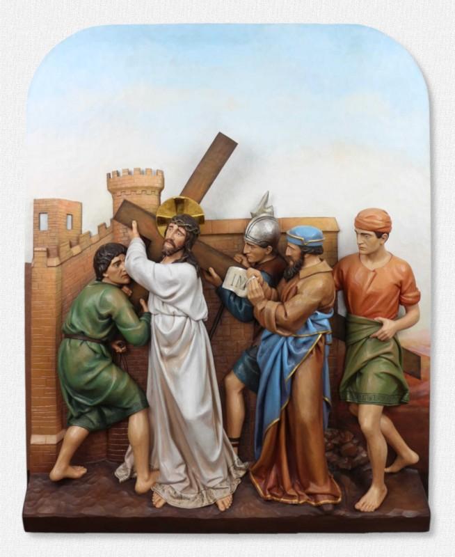 Stacje Drogi Krzyżowej - Stacja 2 - Jezus bierze krzyż na swoje ramiona - rzeźba z drewna polichromowana