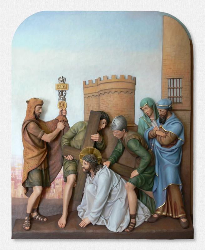 Stacje Drogi Krzyżowej - Stacja 3 - Jezus upada po raz pierwszy - figura z drewna lipowego